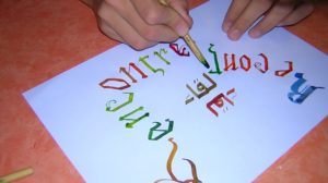 Démonstration de calligraphie latine