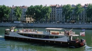 Le fleuve porteur de voyage