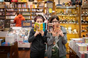 Lecture de mangas chez Momie Mangas Lyon
