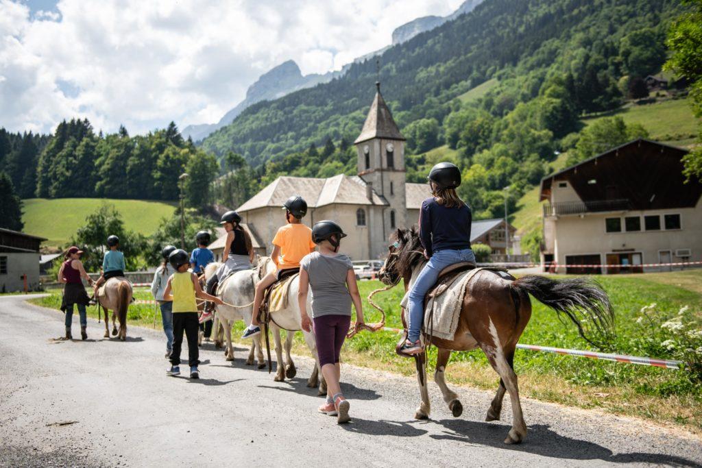 Colo à cheval Savoie Mont Blanc Junior © P.Verticale_T.Nalet